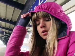 Schattig tsjechisch meisje gina gerson seks voor cash