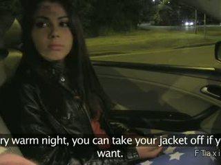 Krūtainas skaistas amatieri jāšanās uz taxi