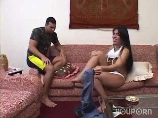 Pila entre dela pernas é um surpresa para este guy