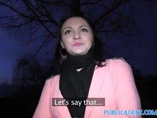 Publicagent negru haired gagica fucks pentru obține fake modelling contract