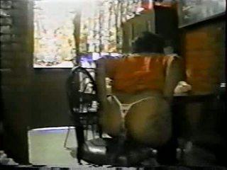 Mexicana asiendo anal con un palo de escoba