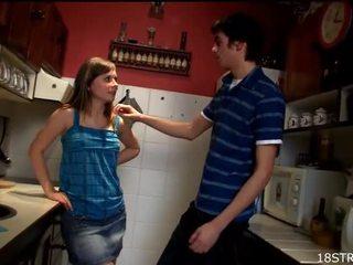 การมีเพศสัมพันธ์ของวัยรุ่น, พรวัยรุ่นมือสมัครเล่น, เจาะวัยรุ่นหี