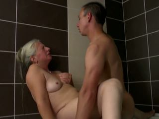 Old mom takes young jago in jedhing, dhuwur definisi porno 2e