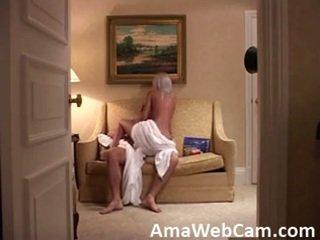 Прихований камера catches a сексуальна дівчина на a любов сидіння