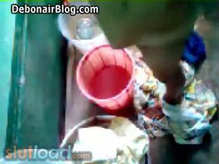 Bengali মা bath captured দ্বারা ছেলে (real)