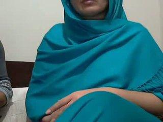 Seksowne hinduskie aunty z lover possing jej cycuszki & p