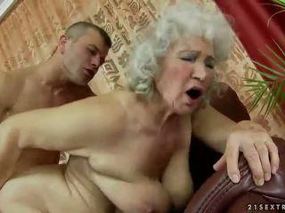 Poraščeni babi getting zajebal težko