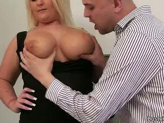 Blondine bbw gets licked en doggy-fucked door baas