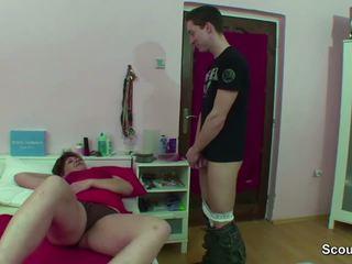 Anya elcsípett német fiú faszkiverés amikor wake fel és kap fasz