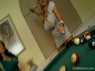 巨乳 辣妹 性交 在 該 billiard 室
