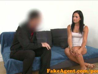 Fakeagent nero haired tedesco pupa wants a essere un glamour modella - porno video 441