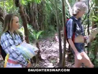 Daughterswap- কামাসক্ত daughters যৌনসঙ্গম পিতাকেও উপর camping লেঙ <span class=duration>- 10 min</span>