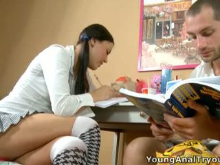 Seksuālā rosalina helps viņai learner beside boner.