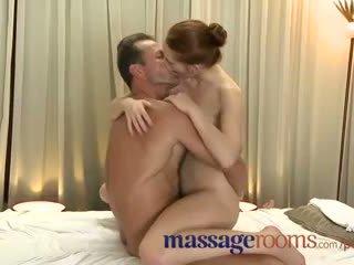 Massagem rooms incredible jovem mulher serviced em seguida ejaculação interna
