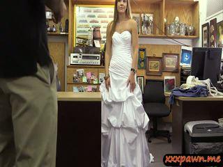 Miúda em casamento vestido fodido por pawn guy para ganhar extra dinheiro