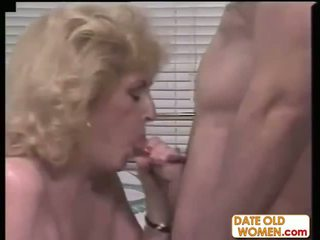 Oud pornoster loves younger guys
