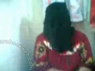 Arab hottie في hijab exposes pussy-asw577