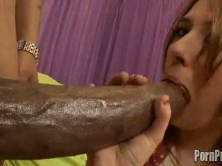 Sarkans vadītājs victoria raven fills viņai warm mute ar an laba dzimumloceklis til viņa chokes