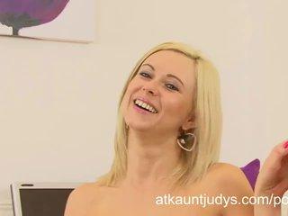 Anna joy gets terangsang dan masturbates setelah an wawancara di itu kantor