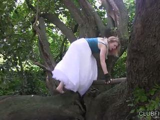 Madison muda onani barefoot di itu woods
