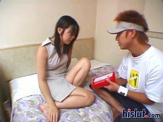 Graziosa asiatico giovanissima gets suo pelosa vulva rammed