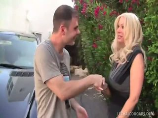Ultimate Cougar Queen Isabella Rossa Takes Fucked!