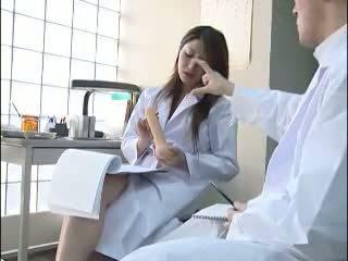 セクシー 日本語 医師 gives 彼女の colleague a bj