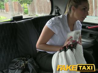 Faketaxi שובבי משטרה אישה ב taxi אדם payback