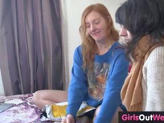 Peluda lésbica ginger e morena caralho