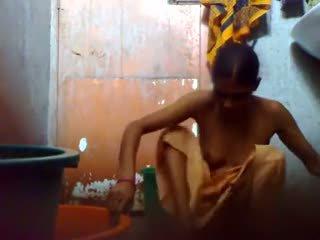 若い bangladesh guy キープ a 隠された カム で バスルーム 前