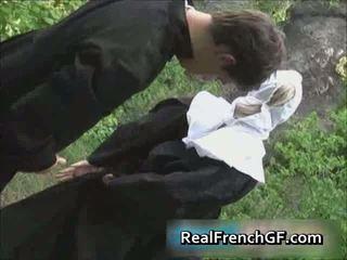 Slutty 프랑스의 수녀 엿 외부 포르노