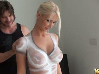 lielas krūtis, lesbiete, body painting