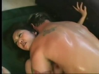 Flexível asiática kaiya lynn spreaads aberto pernas having picante cunny bashed