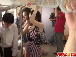 Smut тайландски публичен секс involving парти