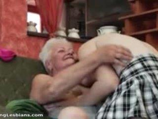 Възбуден баба having възбуден секс