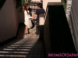 Japonais mère cheats et gets visage baisée