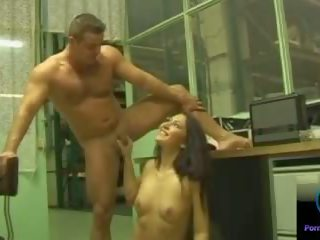 Smiling cutie gigi performs teasing мастурбація: безкоштовно порно 33
