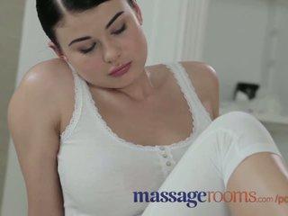 Massagen rooms ung beauty med massiv tuttarna få körd hård av stor kuk