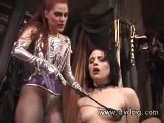 Lesbianas bitches boo dilicious charlie y lili anne forma un sexo chain sticking goma dildos en cada otros perra