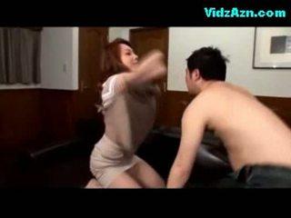 Rondborstig meisje getting haar tieten rubbed poesje licked fingered op