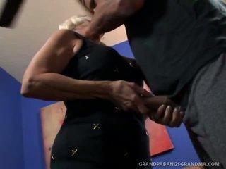 Velika boobie babica vikki vaughn likes coarse velika tič seks