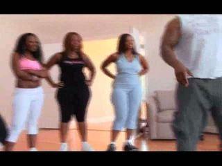 Drie zwart sluts taking een gym minder