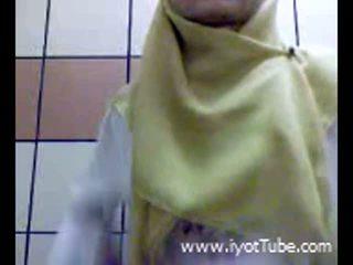 Muslim tonårs fingrar fittor på dusch rum