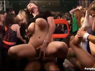 समूह सेक्स वाइल्ड patty पर रात क्लब