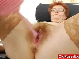 Madam gyno in toevoeging naar een roodharige teef