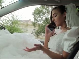 Runaway เจ้าสาว amirah adara เพศ ใน a รถยนตร์