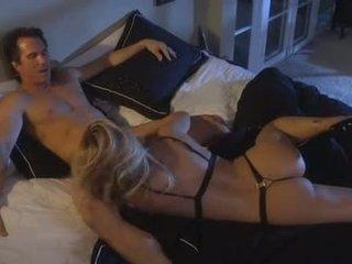 Hawt pornozvaigzne jessica drake swallows a liels grūti meatpole
