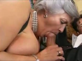 Grey-haired granny sisse a gangbang