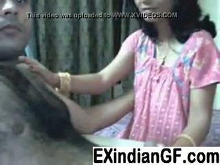Недосвідчена індійська пара having веселощі