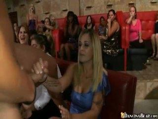 Male stripper goes около reciving bjs и секс